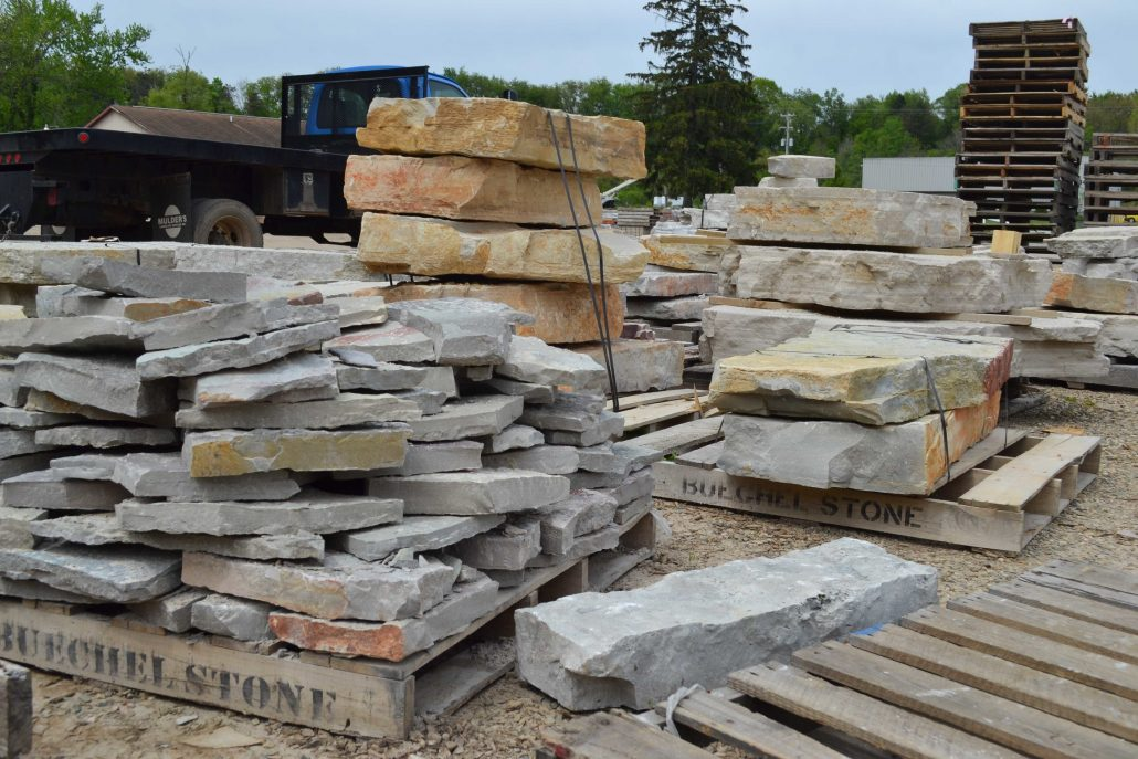 Outcroppings/Flagstone from Mulder's Landscape Supplies